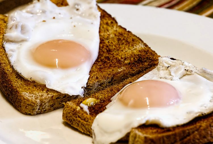 Fried eggs - Image by Steve Buissinne from Pixabay