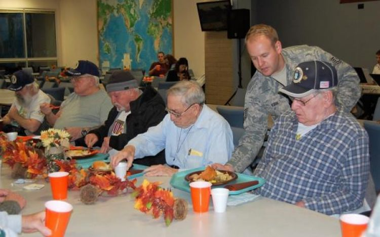 Idaho Guard hosts Thanksgiving dinner