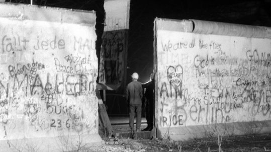 A segment of the Berlin Wall is removed 221289 CREDIT PA.