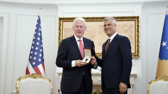 Bill Clinton receives Kosovo Presidential Medal of Freedom from Kosovo's President Hashim Thaci (Picture: Hashim Thaci/Twitter).