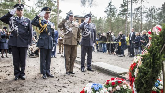 Chief of the Air Staff Sir Stephen Hillier and Lieutenant General Mika of the Polish Army lay wreaths at the Stalag Luft III camp (Picture: MOD)