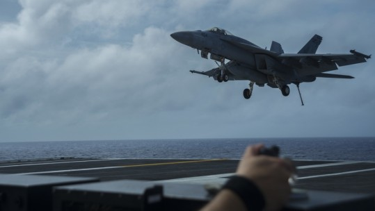 F/A-18E Super Hornet lands on USS Ronald Reagan