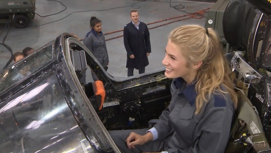 Girls Get To Grips With Military Engineering