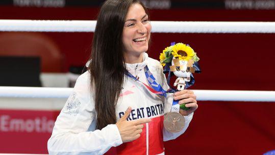 Gunner Karriss Artingstall Bronze Medal Women's Feather (54-57kg) Medal Ceremony Tokyo 2020 Olympic Games Kokugikan Arena 030821 CREDIT Yutaka AFLO SPORT Alamy Live News