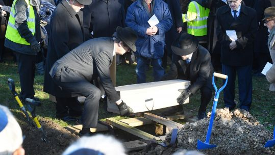 Holocaust Victims Buried United Synagogue's New Cemetery