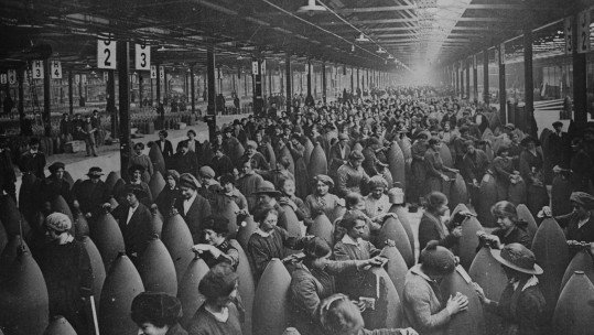 First World War factory women
